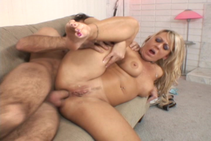 Mom cums on black