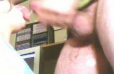 Amateur filmpje van extreem keelneuken